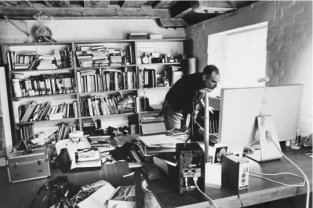 Steve Job's home office is 2004 (Image via Time)