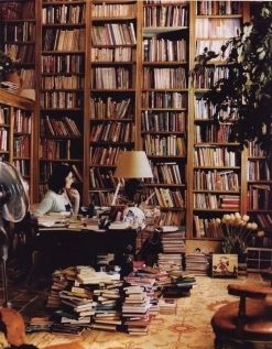 The famous food write, Nigella Lawson's office space (Image via Buzzfeed)